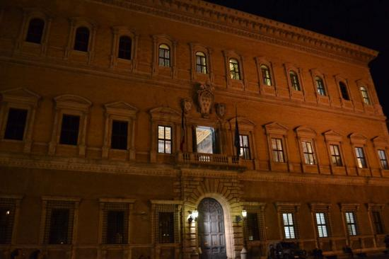 Il palazzo Farnese - Roma