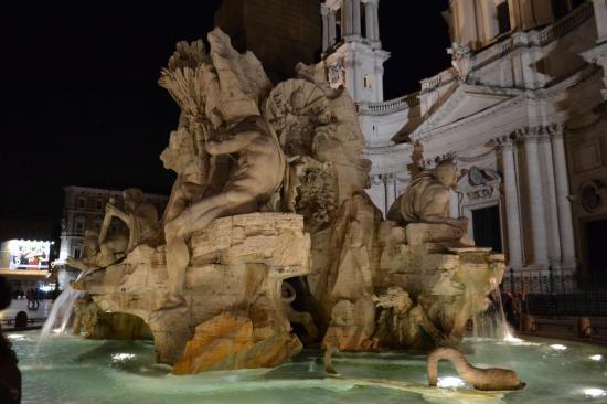 Fontana dei quattro fiumi in piazza Navona - Roma