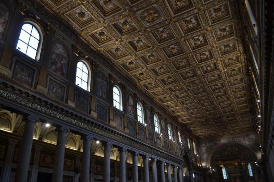 L'interno della basilica di Santa Maria Maggiore - Roma