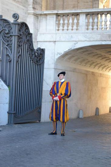 Una guardia svizzera dello Stato vaticano - Roma